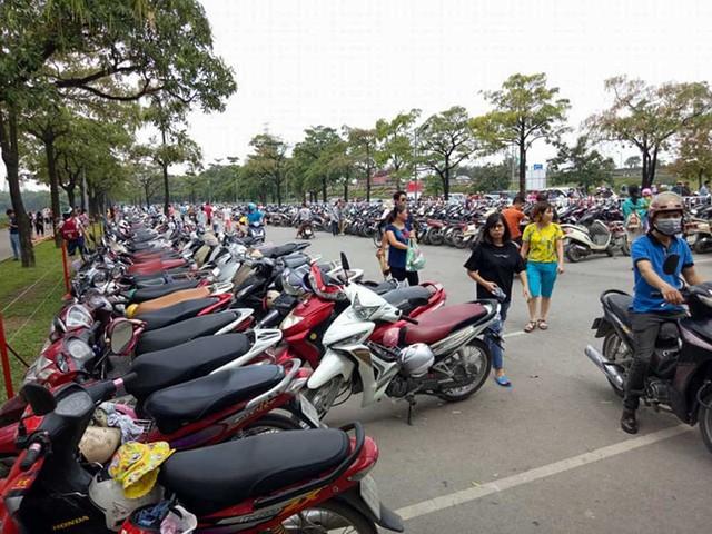 Hà Nội: Đông nghẹt thở ở công viên dịp nghỉ lễ - ảnh 11