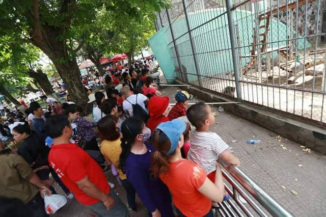 Hà Nội: Đông nghẹt thở ở công viên dịp nghỉ lễ - ảnh 13