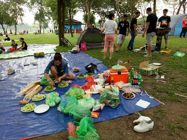 Hà Nội: Đông nghẹt thở ở công viên dịp nghỉ lễ - ảnh 2