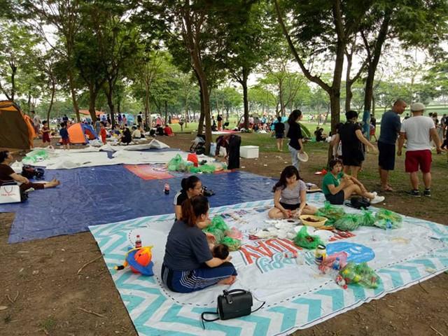 Hà Nội: Đông nghẹt thở ở công viên dịp nghỉ lễ - ảnh 4