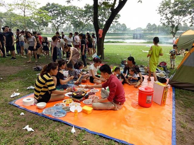 Hà Nội: Đông nghẹt thở ở công viên dịp nghỉ lễ - ảnh 5