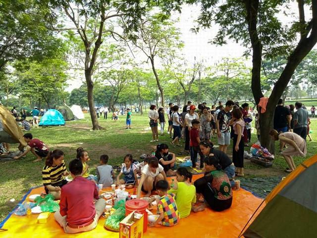 Hà Nội: Đông nghẹt thở ở công viên dịp nghỉ lễ - ảnh 7