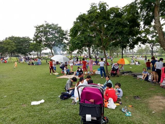 Hà Nội: Đông nghẹt thở ở công viên dịp nghỉ lễ - ảnh 9