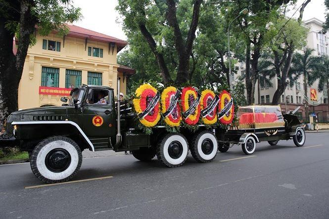 Hình ảnh đoàn xe chở linh cữu Chủ tịch nước trên các tuyến phố Hà Nội - ảnh 12