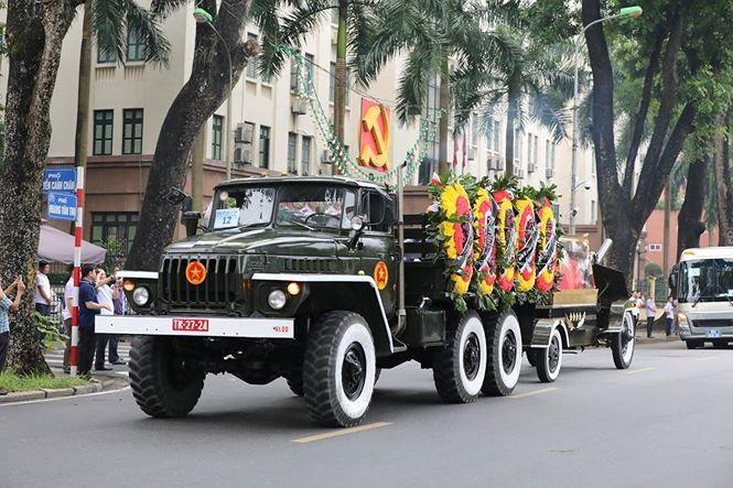 Hình ảnh đoàn xe chở linh cữu Chủ tịch nước trên các tuyến phố Hà Nội - ảnh 16