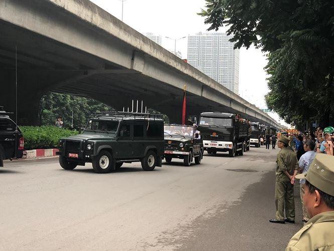 Hình ảnh đoàn xe chở linh cữu Chủ tịch nước trên các tuyến phố Hà Nội - ảnh 18
