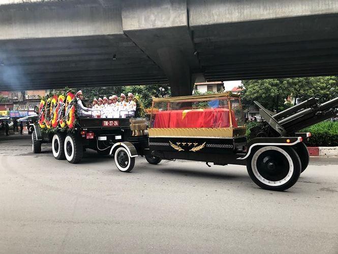 Hình ảnh đoàn xe chở linh cữu Chủ tịch nước trên các tuyến phố Hà Nội - ảnh 19