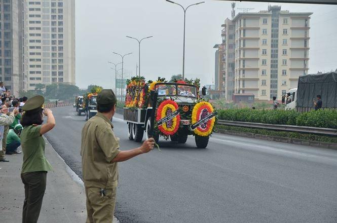 Hình ảnh đoàn xe chở linh cữu Chủ tịch nước trên các tuyến phố Hà Nội - ảnh 21