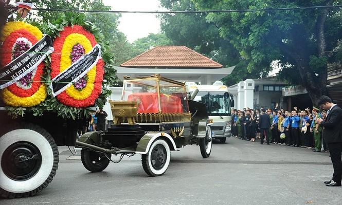 Hình ảnh đoàn xe chở linh cữu Chủ tịch nước trên các tuyến phố Hà Nội - ảnh 2