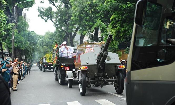 Hình ảnh đoàn xe chở linh cữu Chủ tịch nước trên các tuyến phố Hà Nội - ảnh 3