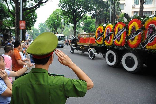 Hình ảnh đoàn xe chở linh cữu Chủ tịch nước trên các tuyến phố Hà Nội - ảnh 4