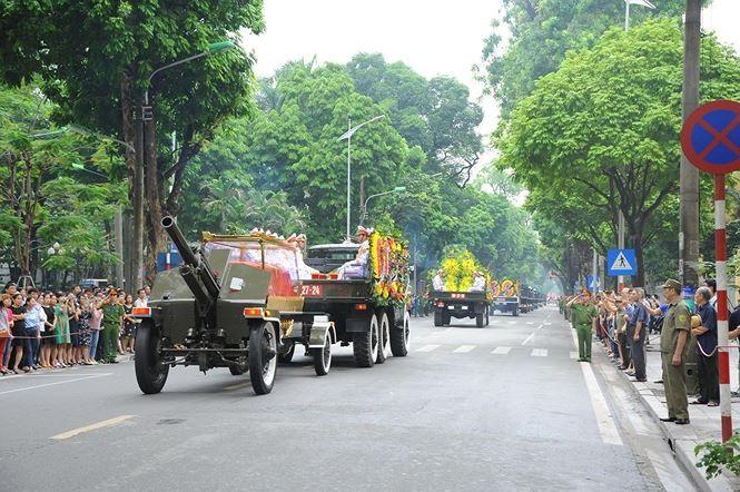 Hình ảnh đoàn xe chở linh cữu Chủ tịch nước trên các tuyến phố Hà Nội - ảnh 5