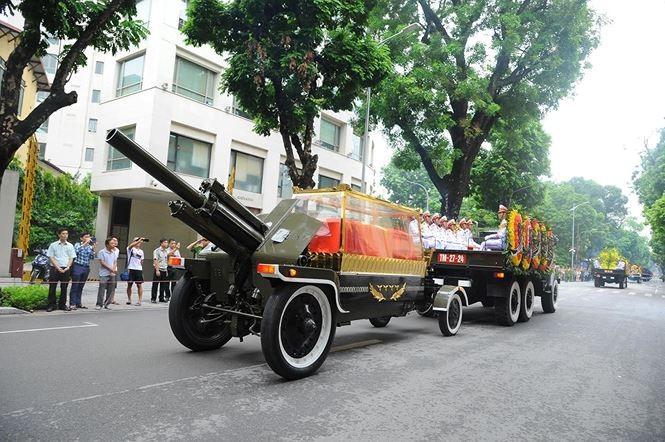 Hình ảnh đoàn xe chở linh cữu Chủ tịch nước trên các tuyến phố Hà Nội - ảnh 7