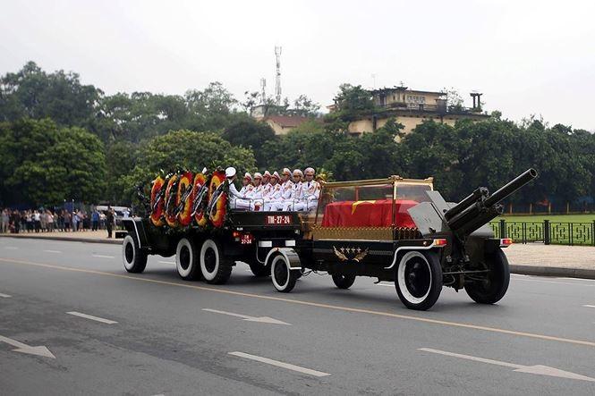 Hình ảnh đoàn xe chở linh cữu Chủ tịch nước trên các tuyến phố Hà Nội - ảnh 8
