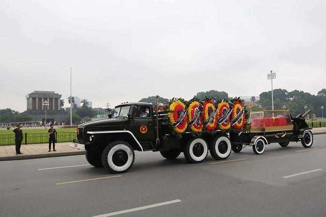 Hình ảnh đoàn xe chở linh cữu Chủ tịch nước trên các tuyến phố Hà Nội - ảnh 9