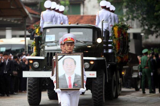 Hình ảnh đoàn xe chở linh cữu Chủ tịch nước trên các tuyến phố Hà Nội - ảnh 1