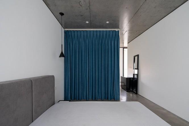 Nhà 5 tầng Hà Nội 'giấu' giàn cây xanh mát sau lớp mành sắt - ảnh 10