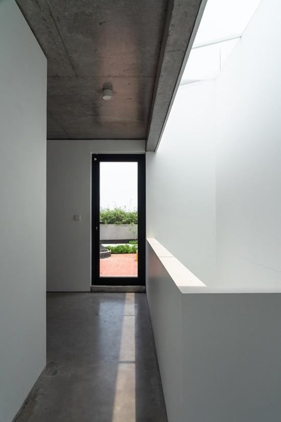 Nhà 5 tầng Hà Nội 'giấu' giàn cây xanh mát sau lớp mành sắt - ảnh 9