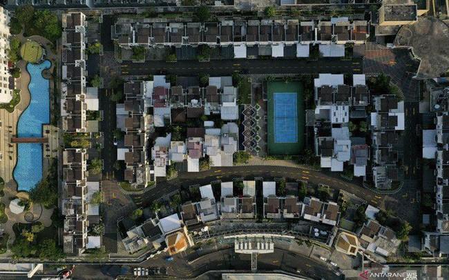 Ngỡ ngàng ngôi làng toàn biệt thự chục tỷ xây trên nóc tòa nhà cao tầng - ảnh 1