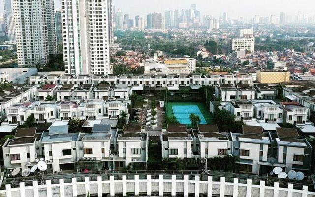 Ngỡ ngàng ngôi làng toàn biệt thự chục tỷ xây trên nóc tòa nhà cao tầng - ảnh 3
