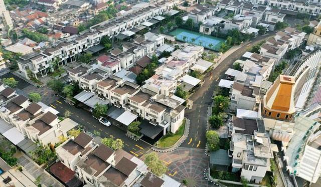 Ngỡ ngàng ngôi làng toàn biệt thự chục tỷ xây trên nóc tòa nhà cao tầng - ảnh 5