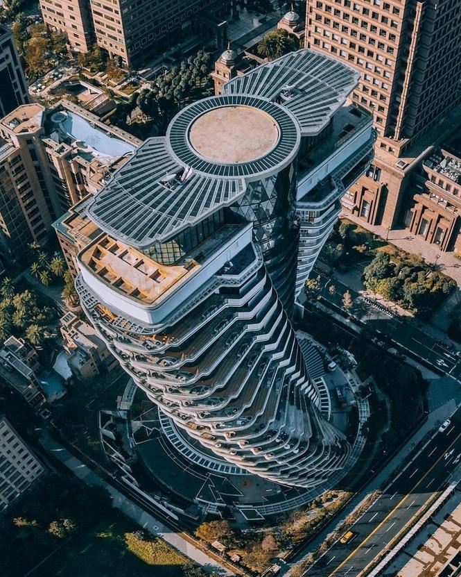 Choáng với tòa nhà kỳ lạ như trong phim viễn tưởng - ảnh 1