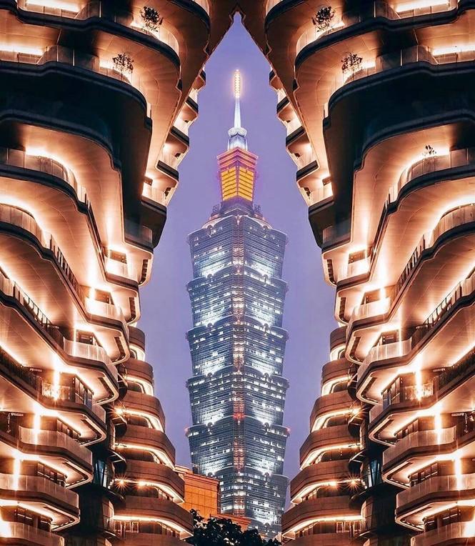 Choáng với tòa nhà kỳ lạ như trong phim viễn tưởng - ảnh 2