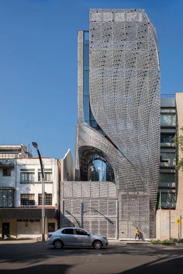 Sốc với tòa nhà mặt tiền bao phủ lớp thép uốn lượn độc đáo - ảnh 2