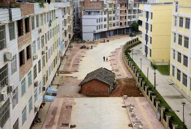 Những ngôi nhà 'vô duyên' giữa đường, có tiền cũng khó phá - ảnh 3