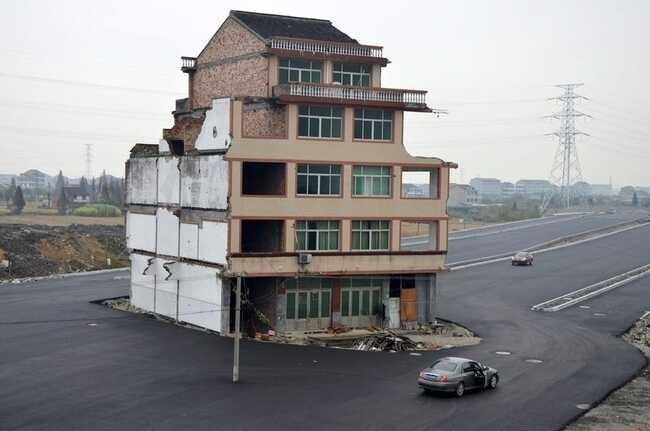 Những ngôi nhà 'vô duyên' giữa đường, có tiền cũng khó phá - ảnh 4