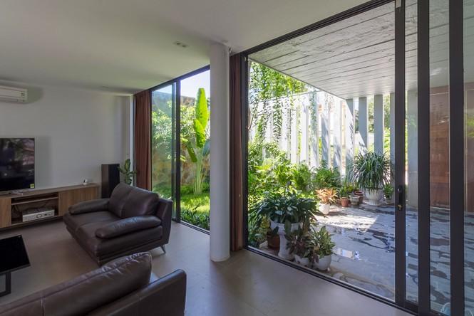 Mê mẩn ngôi nhà 3 tầng đan xen khu vườn xanh mướt - ảnh 3