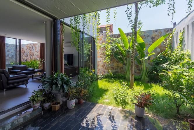 Mê mẩn ngôi nhà 3 tầng đan xen khu vườn xanh mướt - ảnh 10
