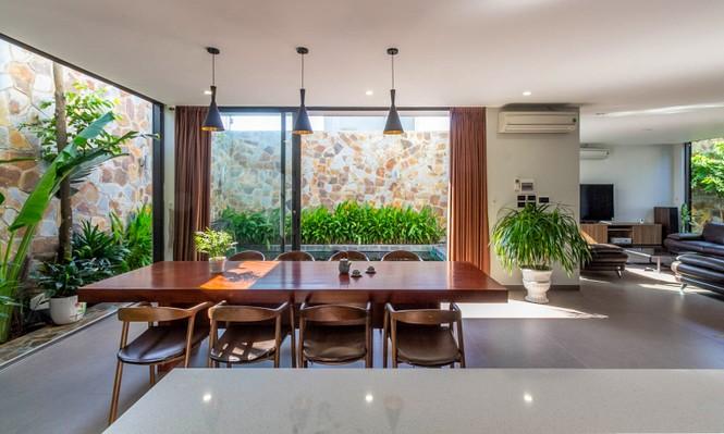 Mê mẩn ngôi nhà 3 tầng đan xen khu vườn xanh mướt - ảnh 4