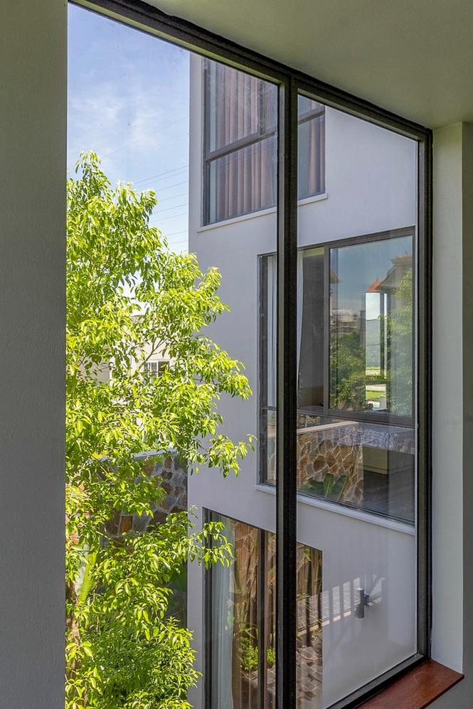 Mê mẩn ngôi nhà 3 tầng đan xen khu vườn xanh mướt - ảnh 9