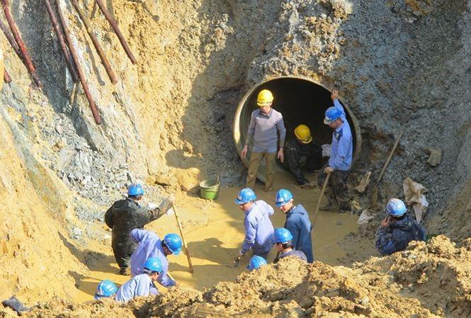 Đường ống sông Đà lại gặp sự cố, hàng vạn hộ dân mất nước - ảnh 1