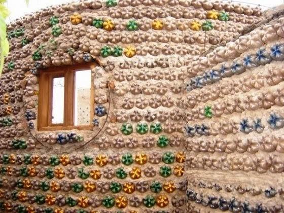 Độc đáo ngôi nhà xây từ những chai nhựa bỏ đi - ảnh 4