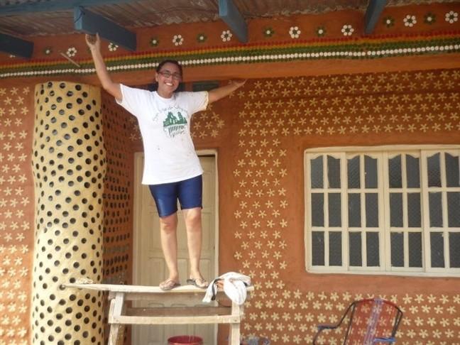 Độc đáo ngôi nhà xây từ những chai nhựa bỏ đi - ảnh 6
