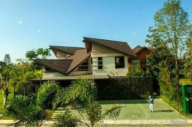 Vẻ đẹp 'gây nghiện' của ngôi nhà mái chồng mái phá cách - ảnh 1