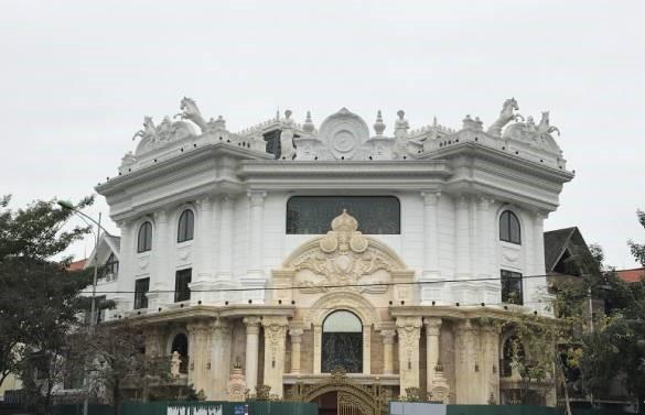 Hà Nội 'lệnh' các quận báo cáo việc nở rộ công trình 'cung điện, lâu đài' hợp thửa - ảnh 1