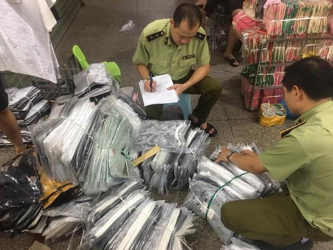 Phát hiện lô hàng lậu lớn vận chuyển qua đường hàng không tại Nội Bài - ảnh 1