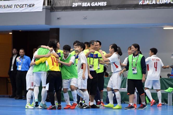 Chiến thắng nghẹt thở của futsal nữ Việt Nam - ảnh 1
