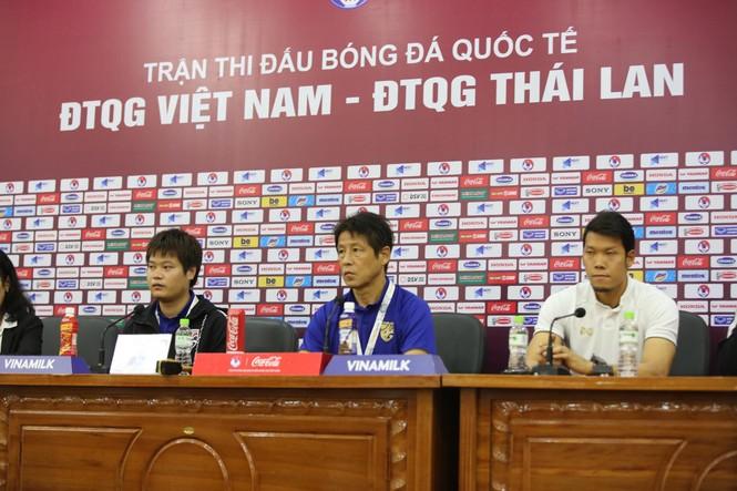 HLV Thái Lan thừa nhận áp lực, dùng từ 'thán phục' nói về tuyển Việt Nam - ảnh 1