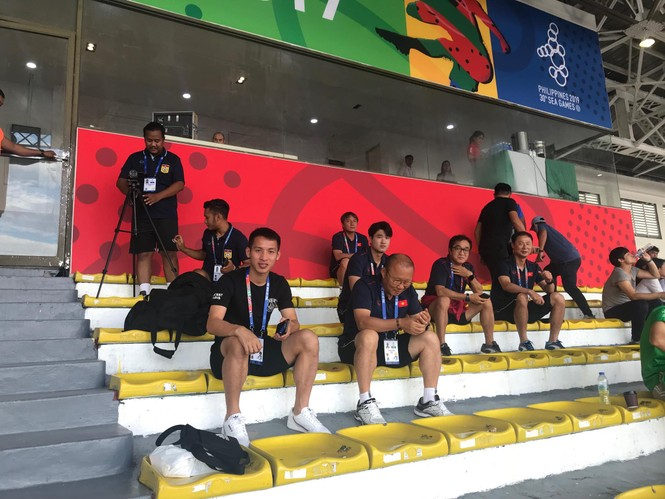 Ông Park đích thân 'do thám', cử người quay hình trận đấu có U22 Thái Lan - ảnh 1