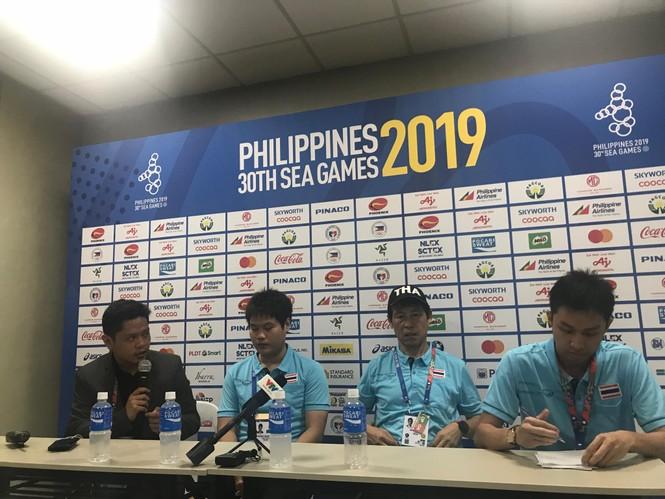 Báo chí Thái Lan chất vấn HLV Akira Nishino sau trận thua sốc Indonesia - ảnh 1