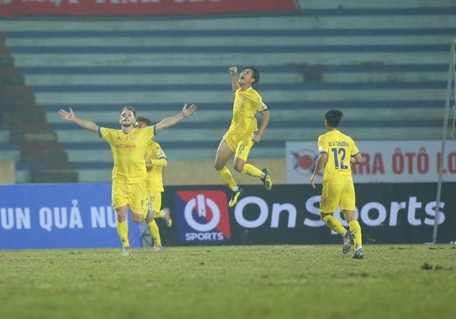 Cả V-League sững sờ nhìn Nam Định quật ngã Hà Nội tại Thiên Trường - ảnh 1