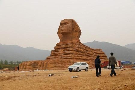Trung Quốc 'nhái' cả tượng nhân sư Ai Cập - ảnh 1