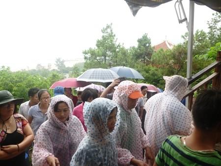 Hàng vạn người đội mưa viếng mộ Đại tướng dịp Tết độc lập - ảnh 11