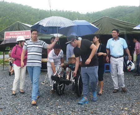 Hàng vạn người đội mưa viếng mộ Đại tướng dịp Tết độc lập - ảnh 2