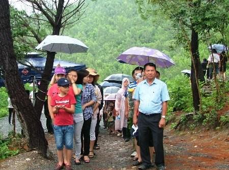 Hàng vạn người đội mưa viếng mộ Đại tướng dịp Tết độc lập - ảnh 3