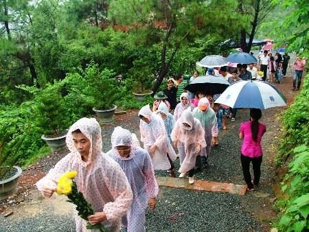 Hàng vạn người đội mưa viếng mộ Đại tướng dịp Tết độc lập - ảnh 4